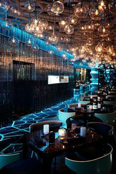 hotel bar The Ozone Restaurant, Rtz-Carlton, Hong Kong is 1 of the 10 Coolest Design Cafe Restaurant, Restaurant Design, Luxury Restaurant, Restaurant Lighting, Cafe Bar, Modern Restaurant, Bar Lounge, Chill Lounge, Bar Interior Design