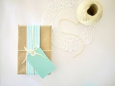 Cute light teal/mint green & white colors with natural butcher paper for this gift wrapped look. Add the white paper doile & it would be extra special. Craft Packaging, Pretty Packaging, Simple Packaging, Paper Packaging, Holiday Gift Tags, Christmas Gift Wrapping, Homemade Gifts, Diy Gifts, Washi