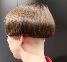 Sweet simple induction style enforced by many mistresses Shaved Hair Women, Shaved Hair Cuts, Half Shaved Hair, Short Hair Cuts, Shaved Bob, Shaved Nape, Bowl Haircuts, Short Bob Haircuts, Flat Top Haircut