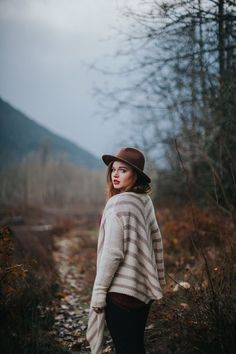 northwest pnw portrait outdoors fashion boho redhead ginger washington style photoshoots nature