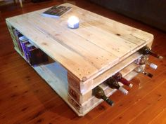 pallet-coffee-table-with-beverage-bottle-rack-built-in-one-side.jpg 960×720 pixels