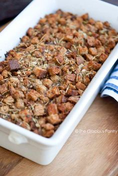 Clean Eating Thanksgiving Crouton Stuffing ~ http://www.thegraciouspantry.com