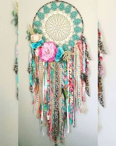Insanely Pretty DIY Dream Catcher Ideas That Are Guaranteed To Keep Off All Your Nightmares Doily Dream Catchers, Dream Catcher Mobile, Beautiful Dream Catchers, Crafts To Do, Arts And Crafts, Diy Crafts, Crochet Dreamcatcher, Crafty Craft, Crafting