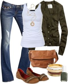 Love this casual fall outfit! ... don't know if I could pull it off, but I love it. The flats would be my main concern...