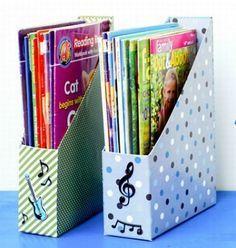 Vai ficar muito mais fácil organizar as suas revistas e livros e o melhor é que você pode decorar esses organizadores como você quiser.