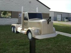 Semi Truck Mailbox - Franklin, Ohio - Themed Homemade Mailboxes #FreightCenter