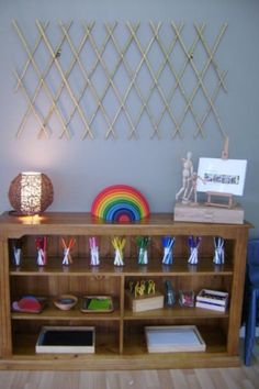 Art shelve at Hunter Early Learning shared by Renne Smith ≈≈ brilliant idea to use baby gate as a artwork display! Classroom Organisation, Classroom Setup, Classroom Design, Art Classroom, Childcare Environments, Childcare Rooms, Learning Environments, Reggio Emilia Classroom, Reggio Inspired Classrooms