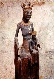 La vierge noire de ROCAMADOUR, un des hauts lieux spirituels de France, elle vous accorde tout ce que vous lui demandez avec ferveur.