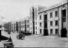 Sydney Cove wool stores,east side at East Circular Quay,Sydney in 1890.The first were built about 1860 and the last was pulled down about 100 years later.Dalgety and Co., Dangar Gedye and Talbot,horses and carts. •City of Sydney Archives• 🌹