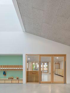 Stuttgart studio (Se)arch Architekten has completed a school and daycare centre in the town of Tübingen, featuring cedar-shingled facades.