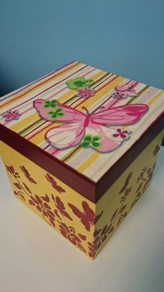 Caixa borboleta, decoupagem e estencil
