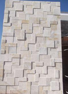 Diversas Fotos de Muros e Fachadas com Revestimentos de Pedras Decorativas em diversos modelos, tamanhos e cores. Exterior Wall Tiles, Exterior Wall Design, White Exterior Houses, Modern Exterior, Cladding Design, Stone Cladding, Exterior Cladding, Wall Cladding, Front Wall Design