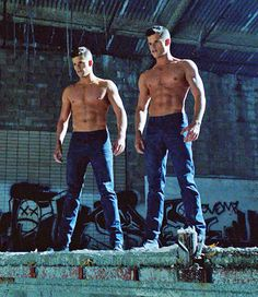 Charlie Carver and Max Carver From 'Teen Wolf' Max Carver, Max And Charlie Carver, Carver Twins, Tyler Posey, Aiden Teen Wolf, Teen Wolf Cast, Teen Wolf Twins, Tenn Wolf, Mtv