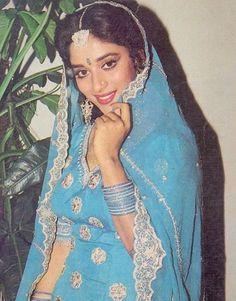 Madhuri Dixit Beautiful Bollywood Actress, Most Beautiful Indian Actress, Beautiful Actresses, Hot Actresses, Indian Actresses, Madhuri Dixit Hot, Film Icon, Actress Anushka, Vintage India