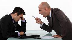 A comunicação é um dos principais pilares da liderança. O líder precisa saber comunicar coisas boas e ruins sem ser emotivo demais ou muito agressivo por isso não se comunicar bem é uma das 10 atitudes que podem acabar com a carreira de um líder. Quer saber as outras 9? Confira o artigo no bloghttp://www.blogdaengenharia.com