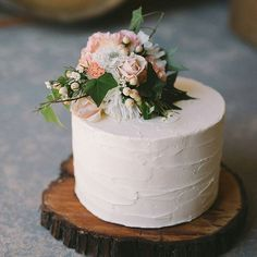 Simple but beautiful - we love this rustic cake! Click link in bio or visit www.theweddingplaybook.com to see more from this fabulous shoot. --- Photography @katschultz Styling, Props & Decor @ellyandelmevents_adelaide Cake @quintessentialcakes Flowers @designerbouquets Hair & Makeup @skalonja_hairmakeup Dresses @the_vintage_bride Suits @petershearermenswear