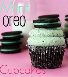 Mint Oreo Cupcakes - so good, you could even use Grasshopper cookies or Thin Mints!!