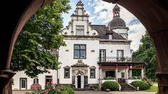 Blick aus der Ruine   Herrenhaus . Schloss . manor . castle   Rheinland . Eifel . Koblenz . Gut Nettehammer  