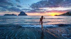 Sunset in Ibiza. Ibiza for ever ! Tahiti, Fotografia Hdr, Ibiza Strand, Best Beaches In Europe, Photo Summer, Ibiza Beach, Ibiza Sunset, Sunset Sea, Sunset Girl