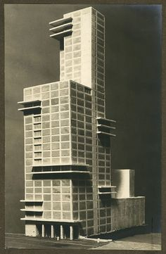Walter Gropius und Adolf Meyer (design), Contribution to the Competition for the Chicago Tribune Office Building, 1922 / Bauhaus-Archiv Berlin © VG Bild-Kunst (Royalties Collection Society), Bonn