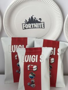 Una festa di compleanno a tema Fortnite - The Partytude Diaries Luigi, Container, Party Ideas, Blog, Party, Blogging, Ideas Party
