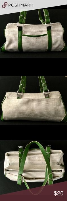 Etienne Aigner Woven Purse! This is a beautiful gentle used Etienne Aigner purse! So beautiful and classy with plenty of room to carry all of your essentials and then some! Etienne Aigner Bags Shoulder Bags