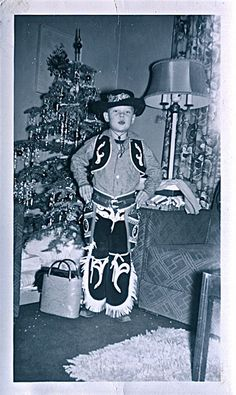🌟Tante S!fr@ loves this📌🌟 A vintage cowboy Christmas. This photo looks exactly like one taken at Christmas, of my younger brother. A wonderful old memory!