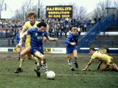 Chelsea 3 Huddersfield Town 0 in Feb 1984 at Stamford Bridge. Mickey Thomas goes on the attack #Div2