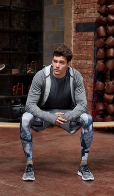 46 Elegant Sporty Outfits Ideas For Men Gym Style, Sporty Style, Gym Outfit Men, Men Running Outfit, Running Pants, Lycra Men, Mens Tights, Moda Fitness, Fitness Men