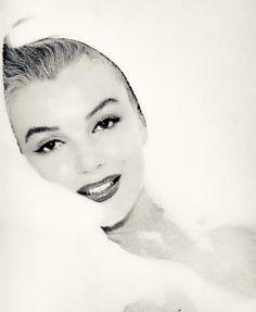 Simply pretty Marilyn Monroe