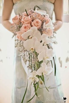19 Pretty Perfect Cascading Bouquets | Image by Blacktie Project