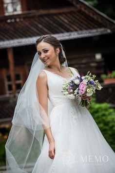 Svadobné portréty - MEMO photo agency #martin #muzeum #muzeumslovenskejdediny #slovakia #folk #village #historic #wedding #portrait #nature #beautiful #bride #groom