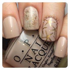 "Nadia on Instagram: ""OPI Do You Take Lei Away? stamped using Bundle Monster BM-503 in Mundo de Uñas Bronze. For the middle finger I randomly sponged OPI My Favorite Ornament and Goldeneye. Top coat #glistenandglow #HKGirltopcoat."""