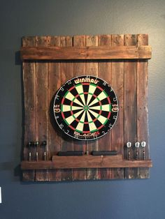 15 ideas to create your own dart board with pallets and corks! – Perfect Ideas - paletten 15 ideas to create your own dart board with pallets and corks! Man Cave Diy, Man Cave Home Bar, Cave Bar, Rustic Man Cave, Man Cave Basement, Man Cave Garage, Ultimate Man Cave, Basement Remodeling, Basement Ideas