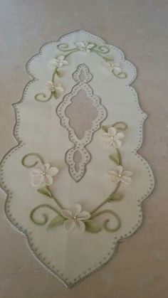 This Pin was discovered by omr Felt Crafts, Diy Crafts, Beautiful Curtains, Napkin Folding, Cut Work, Arte Popular, Bargello, Table Runners, Embroidery Designs