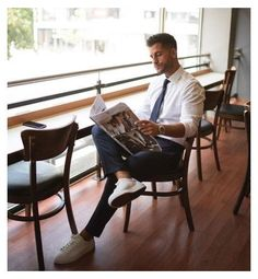 Business Man Photography, Photography Poses For Men, Men Fashion Photography, Business Outfit, Business Casual Outfits, Mens Photoshoot Poses, Men Fashion Photoshoot, Casual Trends, Moda Blog