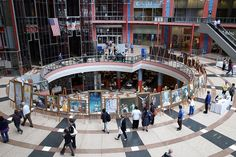 Chicago: The Art of Zhen, Shan, Ren International Exhibition Held at the Thompson Center Government Building   Falun Dafa - Minghui.org