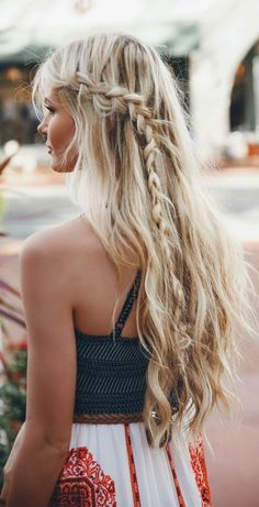wedding hairstyle; Via barefootblonde
