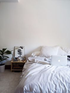 For similar bedding and solid wood bedroom furniture - try: http://www.naturalbedcompany.co.uk