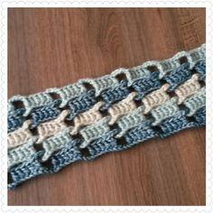 Geïnspireerd op deze Sjaal die ik tegen kwam op Welke ben ik aan de haak gegaan. Ik gebruikte stoned washed XL van Scheepjeswol in de kleuren Blue Apatite, Amazonite en Crystal Quartz en haaknaald 4,5 mm. Ik maakte een verdeling van steeds 5 stokjes en 4 lossen. Ik ben al een eindje op weg.....maar