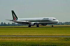 Alitalia Airbus A321 EI-IXZ
