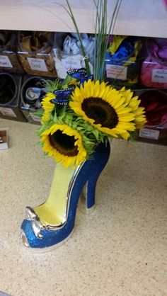 Stiletto Heels, High Heels, Birthday Candy, Ministry Ideas, Arts And Crafts, Valentines, Vase, Weddings, Floral