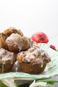 Packed full of apple chunks and bursting with dried cranberries in every bite, you are going to love these healthy Christmas flavored muffins! SOOOO GOOD!! @almondtozest