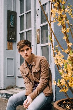 {FC: Connor Franta} Hey, I'm Connor. On Olympus I'm Apollo, god of the sun, music, poetry, prophecy, healing, and so on. Yeah, I'm a pretty big deal. As expected, I do have musical talent and everyone loves me! Well, Introduce?