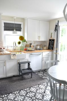 Fall Kitchen Ideas and small space living ideas- Thanksgiving Inspired #fallkitchen #kitchenideas #homedecorideas #smallspaceliving