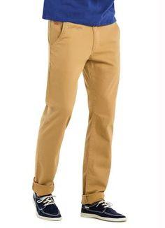COMPRE AQUI: A calça chino é a aposta para um verão moderno e cheio de estilo. Com pegada de alfaiataria, não marca o corpo e é bem confortável! Use com camisas polo e mocassim para uma produção casual.