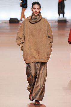 Issey Miyake | Fall 2014 I like the clothes, that is reinforced by the pleasant expression on the models face. She looks happy to be wearing them, too. Instead of looking angry or sullen.