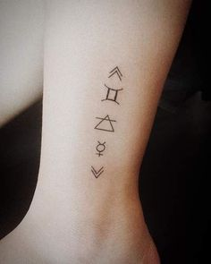 Choose your favourite zodiac tattoo from this list of unique gemini tattoos. From gemini zodiac symbol tattoos to twin faced tattoos & more are here. Gemini Sign Tattoo, Gemini Zodiac Tattoos, Gemini Tattoo Designs, Astrology Tattoo, Horoscope Tattoos, Gemini Symbol, Gemini Art, Geometric Gemini Tattoo, Gemini Woman