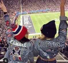 Denim Fashion, Look Fashion, Fashion 101, Winter Fashion, Bild Outfits, Football Girlfriend, Patriots Game, Denim Jacket Patches, Denim Jackets