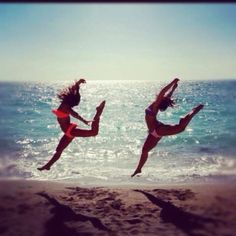 This would be cute to do at the beach or lake with a friend...